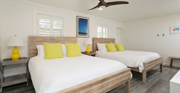 Palmetto room with 2 beds in white w/yellow